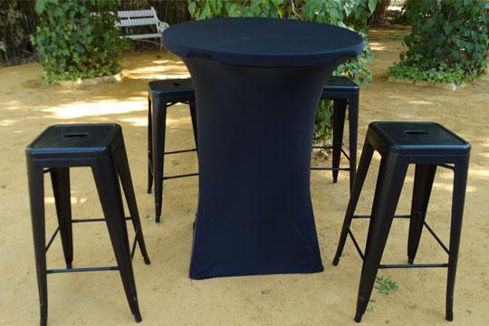 Mesa alta PVC vestida y con taburetes